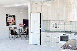 Кухня. Кипр, Нисси Бич : Современная стильная двухэтажная вилла с 4-мя спальнями, с барбекю и большим бассейном