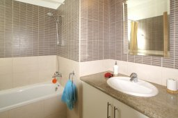 Ванная комната. Кипр, Пернера : Двухэтажная вилла с 2-мя спальнями, с большим патио, бассейном и красивым садом