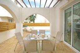 Патио. Кипр, Пернера : Двухэтажная вилла с 2-мя спальнями, с большим патио, бассейном и красивым садом