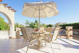Терраса. Кипр, Ионион - Айя Текла : Очаровательная вилла с двумя спальнями, с прекрасным бассейном и ухоженным садом