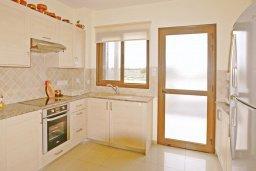 Кухня. Кипр, Ионион - Айя Текла : Дом с восхитительно обустроенной территорией,  с 3-мя спальнями, с бассейном и уютной террасой