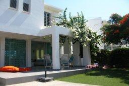 Фасад дома. Кипр, Коннос Бэй : Двухэтажная современная вилла в районе Cape Gkreco с 3-мя спальнями, с частным бассейном и террасой