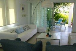 Гостиная. Кипр, Коннос Бэй : Двухэтажная современная вилла в районе Cape Gkreco с 3-мя спальнями, с частным бассейном и террасой