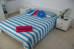 Спальня. Кипр, Коннос Бэй : Двухэтажная современная вилла в районе Cape Gkreco с 3-мя спальнями, с частным бассейном и террасой