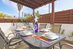 Веранда. Кипр, Каво Марис Протарас : Прекрасная двухэтажная вилла с 3-мя спальнями, с открытым бассейном и настольным теннисом и уютным патио