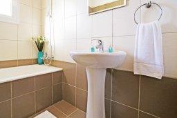 Ванная комната. Кипр, Каво Марис Протарас : Прекрасная двухэтажная вилла с 3-мя спальнями, с открытым бассейном и настольным теннисом и уютным патио