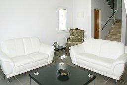 Гостиная. Кипр, Пернера Тринити : Привлекательная двухэтажная вилла с 3-мя спальнями, с чудесным садиком, бассейном и верандой