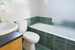 Ванная комната. Кипр, Каво Марис Протарас : Просторная оборудованная трехэтажная вилла с 4-мя спальнями, с бассейном и барбекю