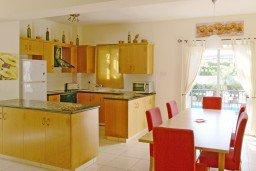 Кухня. Кипр, Каво Марис Протарас : Просторная оборудованная трехэтажная вилла с 4-мя спальнями, с бассейном и барбекю