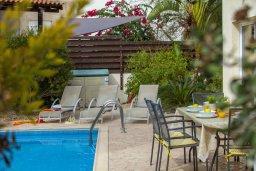 Территория. Кипр, Фиг Три Бэй Протарас : Уютная двухэтажная вилла с 3 спальнями недалеко от моря, с плавательным бассейном в окружении зеленого сада