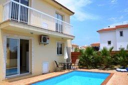 Фасад дома. Кипр, Пернера : Уютная двухэтажная вилла с  3-мя спальнями, с частным бассейном, садом и барбекю