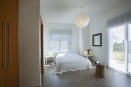 Спальня. Кипр, Центр Айя Напы : Красивая вилла с 3-мя спальнями, большим частным бассейном, расположенная в тихом, уединенном месте  Айя-Напы