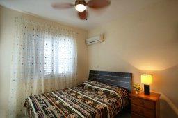 Спальня. Кипр, Пернера : Уютная вилла с 2-мя спальнями, открытым бассейном, зеленым садом и и солнечной террасой с барбекю