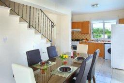 Обеденная зона. Кипр, Пернера : Уютная вилла с 2-мя спальнями, открытым бассейном, зеленым садом и и солнечной террасой с барбекю