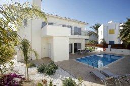 Фасад дома. Кипр, Фиг Три Бэй Протарас : Новая двухэтажная вилла с 3-мя спальнями,  с большим бассейном и террасой, в окружении деревьев и растений