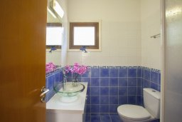 Ванная комната. Кипр, Санрайз Протарас : Потрясающая двухэтажная вилла с 3-мя спальнями, с частным бассейном, зеленым садом, общим теннисным кортом
