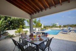 Беседка. Кипр, Коннос Бэй : Прекрасная вилла с 3-мя спальнями, с частным открытым бассейном, большой территорией с зеленым садом, барбекю и традиционной глиняной печью