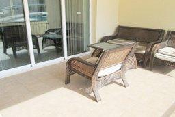 Балкон. Кипр, Каппарис : Апартамент с 3-мя спальнями для 6-ти человек с балконом в комплексе с плавательным бассейном и теннисным кортом.