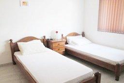 Спальня 3. Кипр, Каппарис : Апартамент с 3-мя спальнями для 6-ти человек с балконом в комплексе с плавательным бассейном и теннисным кортом.