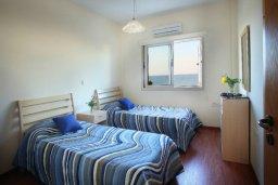 Спальня. Кипр, Пернера : Великолепная вилла с 4-мя спальнями,  с потрясающим видом на море, расположена в тихом районе Протараса