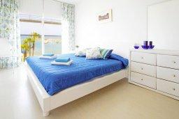 Спальня. Кипр, Пернера Тринити : Апартамент на побережье в средиземноморском стиле с 2-мя спальнями, с огромным балконом и чудесным видом на море