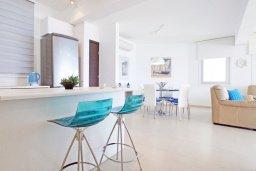 Кухня. Кипр, Пернера Тринити : Апартамент на побережье в средиземноморском стиле с 2-мя спальнями, с огромным балконом и чудесным видом на море