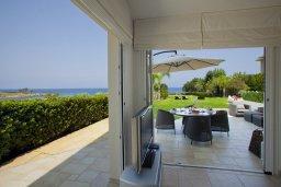 Патио. Кипр, Пернера : Комплекс из двух вилл с 8 спальнями, с открытым бассейном, большой зеленой территорией, пляжным волейболом и панорамным видом на море