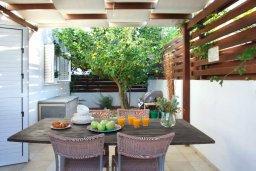 Беседка. Кипр, Коннос Бэй : Двухэтажная вилла с 2-мя спальнями, с большим открытым плавательным бассейном и барбекю