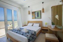 Спальня. Кипр, Сиренс Бич - Айя Текла : Роскошная вилла с 3-мя спальнями, с большим частным бассейном с подогревом, с уличным джакузи и великолепным видом на Средиземное море