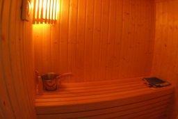 Сауна. Кипр, Какопетрия : Эксклюзивная роскошная вилла с 5-ю спальнями, большим частным бассейном с подогревом, тренажерным залом, расположена в окружении пышного соснового леса
