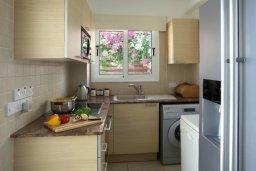 Кухня. Кипр, Нисси Бич : Красивая вилла с 2-мя спальням, с большим частным бассейном, традиционной глиняной печью и частной парковкой