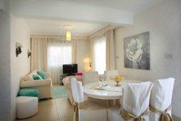 Обеденная зона. Кипр, Нисси Бич : Красивая вилла с 2-мя спальням, с большим частным бассейном, традиционной глиняной печью и частной парковкой