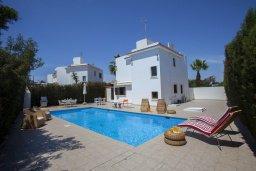 Фасад дома. Кипр, Санрайз Протарас : Красивая двухэтажная вилла с 3-мя спальнями,  с большим открытым бассейном, расположена в тихом месте Протараса и идеально подходит для семейного отдыха