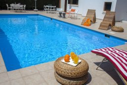 Бассейн. Кипр, Санрайз Протарас : Красивая двухэтажная вилла с 3-мя спальнями,  с большим открытым бассейном, расположена в тихом месте Протараса и идеально подходит для семейного отдыха