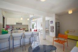 Гостиная. Кипр, Санрайз Протарас : Красивая двухэтажная вилла с 3-мя спальнями,  с большим открытым бассейном, расположена в тихом месте Протараса и идеально подходит для семейного отдыха