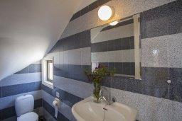 Туалет. Кипр, Санрайз Протарас : Красивая двухэтажная вилла с 3-мя спальнями,  с большим открытым бассейном, расположена в тихом месте Протараса и идеально подходит для семейного отдыха