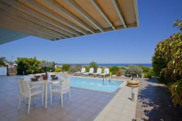 Бассейн. Кипр, Фиг Три Бэй Протарас : Новая элегантная вилла с 3-мя спальнями, с частным открытым бассейном, расположена на побережье Протараса