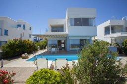 Фасад дома. Кипр, Фиг Три Бэй Протарас : Новая элегантная вилла с 3-мя спальнями, с частным открытым бассейном, расположена на побережье Протараса