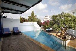 Терраса. Кипр, Фиг Три Бэй Протарас : Потрясающая вилла класса люкс с 3-мя спальнями, окруженная прекрасным средиземноморским садом, расположена в тихом месте Протараса, на берегу моря
