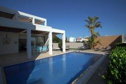 Кипр, Ионион - Айя Текла : Современная двухэтажная вилла с 3-мя спальнями, открытым бассейном, патио и красивым садом, расположена в тихом, охраняемом комплексе