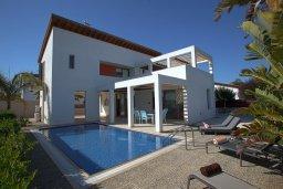 Фасад дома. Кипр, Ионион - Айя Текла : Современная двухэтажная вилла с 3-мя спальнями, открытым бассейном, патио и красивым садом, расположена в тихом, охраняемом комплексе