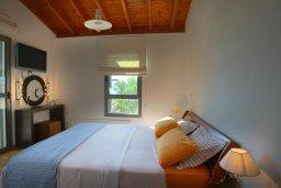 Спальня. Кипр, Ионион - Айя Текла : Современная двухэтажная вилла с 3-мя спальнями, открытым бассейном, патио и красивым садом, расположена в тихом, охраняемом комплексе