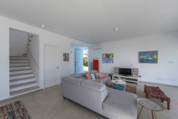 Гостиная. Кипр, Фиг Три Бэй Протарас : Красивая двухэтажная вилла с 5-мя спальнями, с открытым частным бассейном и патио, расположена в тихом районе Протараса