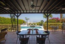 Веранда. Кипр, Санрайз Протарас : Прекрасная вилла с 6-ю спальнями, с открытым частным бассейном, крытой верандой и панорамным видом на Средиземное море