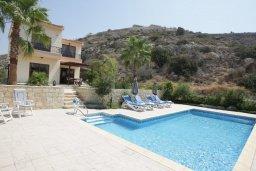Бассейн. Кипр, Писсури : Превосходная вилла с 3-мя спальнями для 6-ти человек с большим бассейном и зеленой территорией