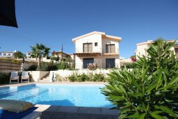 Фасад дома. Кипр, Писсури : Благоустроенная вилла для 6-ти человек с 3-мя спальнями с открытым плавательным бассейном и ландшафтным садом