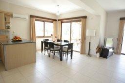 Гостиная. Кипр, Писсури : Новая вилла с 3-мя спальнями для 6-ти человек с панорамным видом на море и горы , с открытым плавательным бассейном.