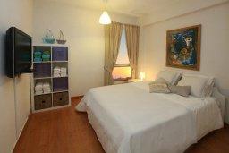 Спальня. Кипр, Ларнака город : Современный апартамент на берегу моря с 2-мя спальнями и с балконом с потрясающим видом на Средиземное море