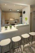 Кухня. Кипр, Ларнака город : Современный апартамент на берегу моря с 2-мя спальнями и с балконом с потрясающим видом на Средиземное море