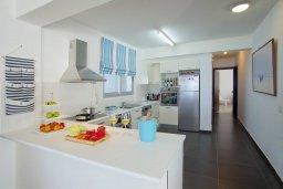 Кухня. Кипр, Пернера Тринити : Красивый апартамент с 3-мя спальнями на берегу моря, с барбекю и частным патио, отлично подходит для семейного отдыха